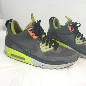 Nike Men's Air Max 90 Flyknit Size 9